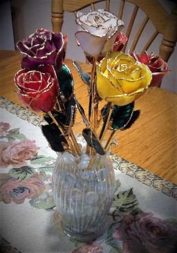 gold-tipped-anniversary-rose